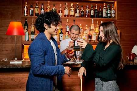 Business in der Bar Bilder für das Hotel Auersperg Salzburg