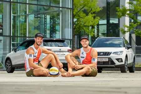 die Beach Volleyball Spieler Ermacora und Pristauz fahren jetzt SEAT von Porsche