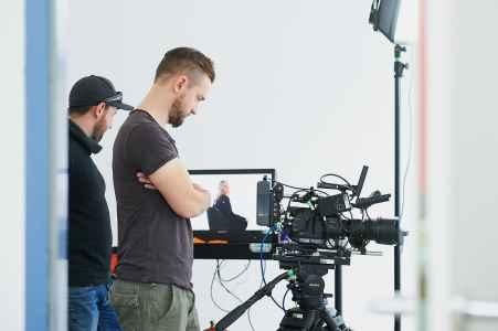 Toldy Miller und sein Kameramann Emanuel im Mietstudio für einen Film Video Dreh für die Porsche Personal Abteilung
